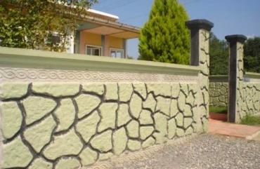 Beton Bahçe Duvarında Bir İlk